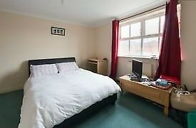 Mile end double room to rent for students