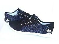 Navy blue 'adidas' type lace pumps