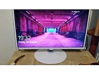 Samsung gameing pc monitor 24inch screen white in colour.