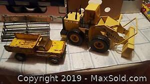 Vintage toys. Nylint dumper truck and Muscle Machines loader
