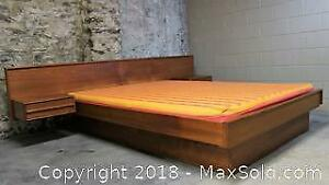 Teak Mid-Century Modern Queen Size Bed with Floating Night Tables