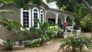 Great Value XXL Room-10 mins from Kingston Jamaica