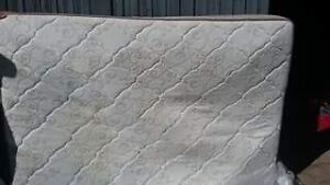 Queen mattress and box spring  Sarnia Sarnia Area image 2