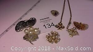 5 vintage style fashion brooches, 1 necklace & 1 ring