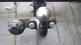 Mercedes wiring loom /towbar has 13pin socket