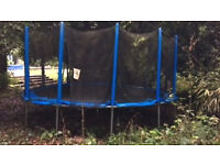 Garden trampoline (16 ft) with safety netting