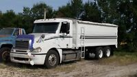 07 Freightliner with New20 ft grain box 450 hp automatic