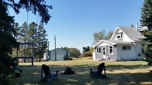HOUSE ON ACREAGE NEAR BOWDEN FOR RENT