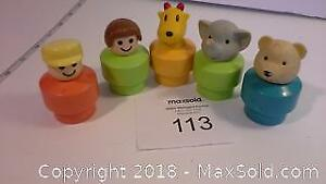 5 vintage Fisher Price Little people & animals