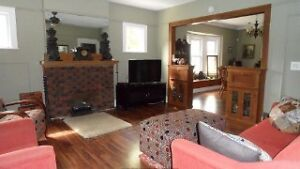 BEAUTIFUL 4 BEDROOM HOME WITH GARAGE APARTMENT Windsor Region Ontario image 2