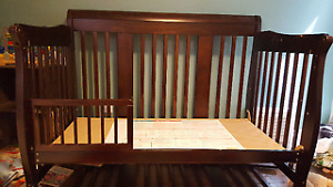 ~Excellent condition~ real hardwood Convertible crib daybed