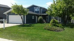 PINCHER CREEK - LARGE WELL MAINTAINED HOME ON LARGE LOT