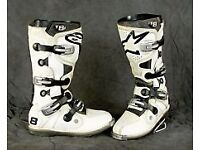 white Alpinestars Tec-8 motorcycle boots with feet inserts Size 10