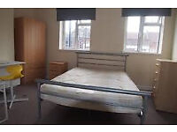 Cheap room in Stratford! Needs to go ASAP!!!!