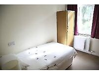Single room in friendly flat share available now!!!
