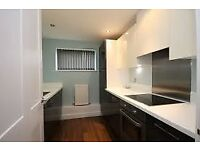 KIDLINGTON 2 bed modern flat, large living room, separate kitchen, parking. Available Nov 17