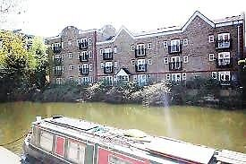 Modern Luxury Furnished Flat to Rent in Hackney overlooking the Regent Canal