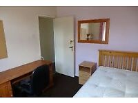 CLEAN SPACIOUS DOUBLE ROOM IN SHARED HOUSE NEAR HEATHROW £425 PM