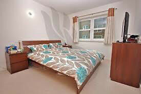 A Beautiful 1 Bedroom Apartment in Grainstore Building/Custom House