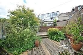 Double room in large Victorian terrace house, just off Gloucester road