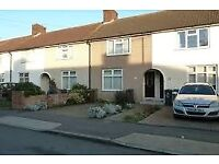 BEAUTIFUL 2/3 BEDROOM HOUSE TO LET IN DAGENHAM RM9 4DH WITH A MASSIVE DRIVEWAY!!!