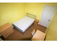 Bright and spacious double room close to shops and restaurants