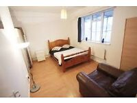 Lovely room in excellent location ~~ Canary Wharf~~
