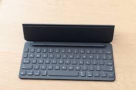 "Apple iPad Pro 9.7"" Smart Keyboard & Case Kitchener / Waterloo Kitchener Area image 1"