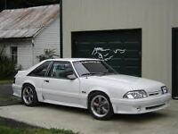 White 1990 mustang hood