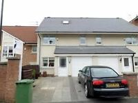 Room for rent in 4 bedroom house on Roker Marina
