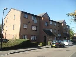NO FEES - A ground floor 2 bed flat with parking within 5 minutes of Edmonton bus and train station