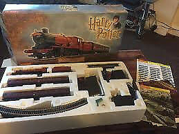 R1033 HARRY POTTER TRAIN SET HORNBY AS NEW CONDITION