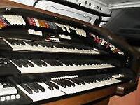 Conn 580 Organ