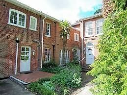 Rarely available lovely georgian convertion 2 bedroom flat in sough after location in wokingham