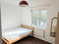 🔥SPACIOUS DOUBLE ROOM with BALCONY going for CHEAP. Live next to LIVERPOOL STREET TUBE🔥