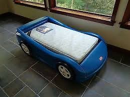 Little tykes car bed - no mattress  London Ontario image 1