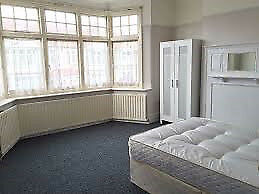 COZY DOUBLE ROOM AVAILABLE FOR COUPLES!!!!!!!STRATFORD AREA