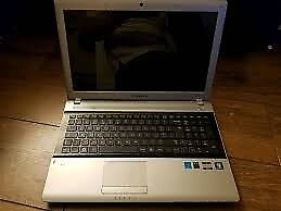SAMSUNG WIDESCREEN LAPTOP
