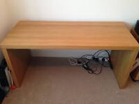 oak veneer desk in really great condition