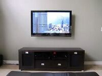 "43"" SAMSUNG TV AND WALL MOUNT"