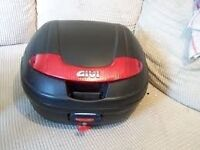Givi top box with fixing plate fits to any rack