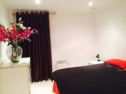 Studio room available for couples in lewisham - London