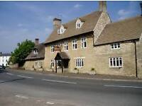 Front of House Full Time & Part Time Reception, Waiter & Bar Staff Required for Busy Oxfordshire Inn