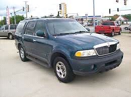 Lincoln navigator 1999 great winrer beater very safe and secure!