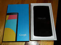 LG NEXUS 5 WITH CHARGER AND ORIGINAL BOX - UNLOCKED ***WIND