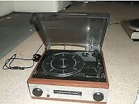 DERENS 3 speed turntable with built in AM/FM radio