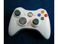 A WHITE MICROSOFT XBOX 360 WIRELESS CONTROLLER AND A KINECT SENSOR BAR MODEL 1414