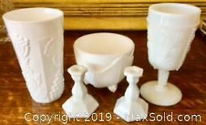 COLLECTION OF 5 PIECES OF VINTAGE MILK GLASS