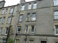 ATTRACTIVE UNFURNISHED 1 BEDROOM TOP FLOOR FLAT IN GORGIE