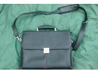 Dicota shoulder bag lap top case with hand carry handle